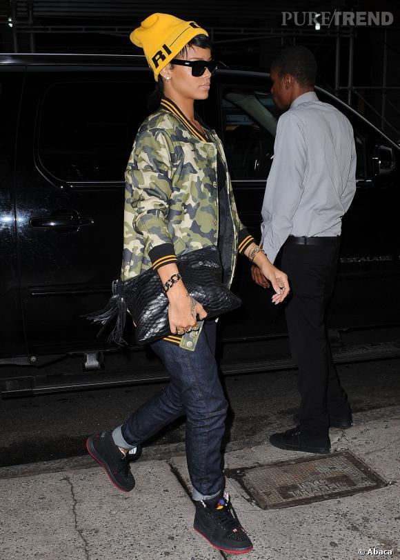 Le bonnet : la fashion obsession de Rihanna à copier !    Rihanna est sa propre égérie et porte le bonnet qu'elle a imaginé pour sa collection River Island, version jaune