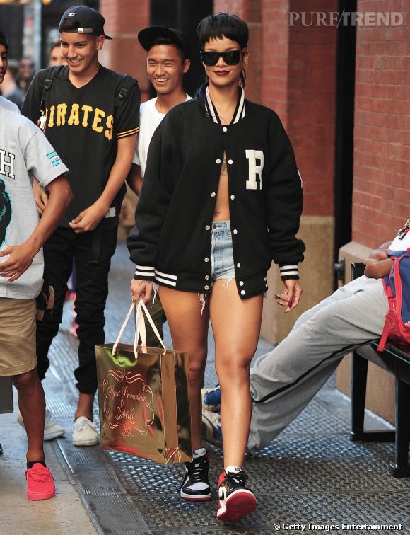 Rihanna, sans soutien-gorge dans la rue, elle ose !