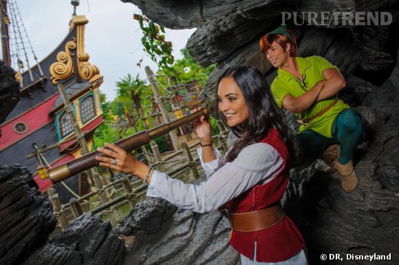 Valérie Bègue et Camille Lacourt ont passé une journée en amoureux au parc d'attraction Disneyland Paris.