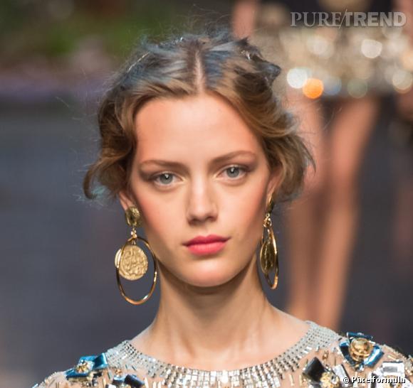 Les pommettes soulignées au blush - Défilé Dolce & Gabbana printemps-été 2014