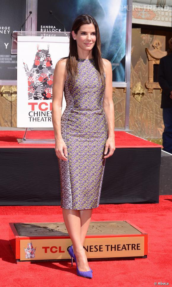 Sandra Bullock porte une robe Antonio Berardi pour l'occasion.