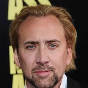 Nicolas Cage n'est jamais vraiment à son top côté coiffure. Quand il devient blond, cela ne surprend pas, ni ne choque. On s'en moque un peu disons, il n'y a pas grand chose à gâcher.