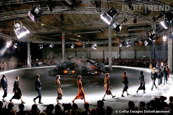 Best-of Fashion Week de Paris Printemps-Eté 2014 : un carambolage comme décor chez Givenchy