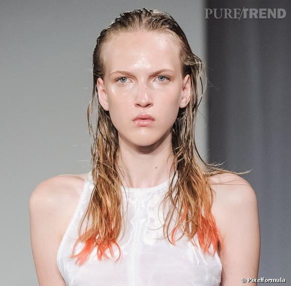 L'extra wet look et les pointes orange - Défilé Felder Felder printemps-été 2014