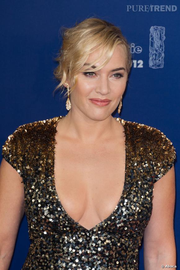 Kate Winslet affiche son joli décolleté de future maman.