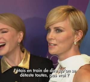 Charlize Theron et Nicole Kidman se taquinent aux Variety's Power of Women.