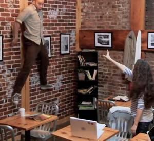 Carrie, le remake : scène de panique dans un café de New York