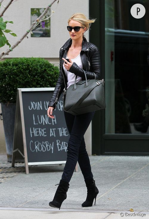 Rosie Huntington-Whiteley dans les rues de New York.