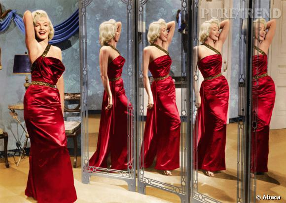 Marilyn en courleur, blondeur glamour et robe rouge passion.