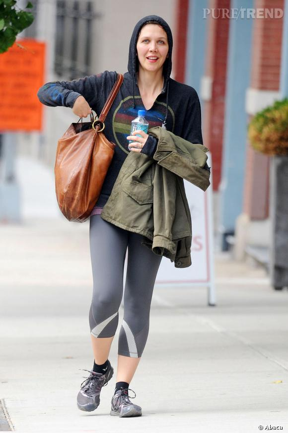 Maggie Gyllenhaal est visiblement une accro au sport. Si on a rien contre les tenues sportsweart, la capuche trop petite, c'est niet.