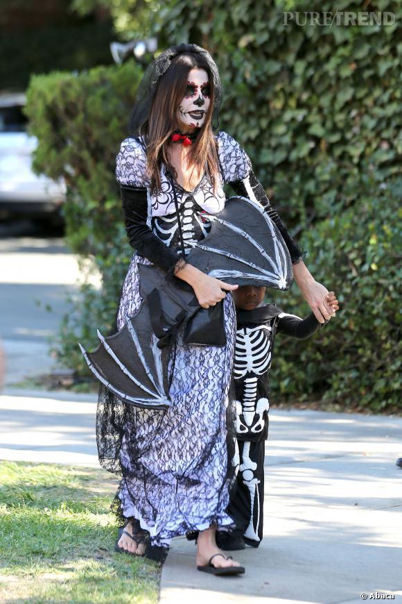 Sandra Bullock célèbre Halloween en avance avec son fils Louis.