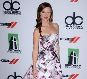 Juliette Lewis, sublime dans une robe bsutier graphique, pour les Hollywood Film Awards.