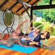 Gisèle Bündchen en pleine séance de yoga.