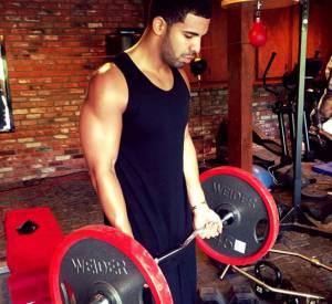 Drake affronte les haltères.