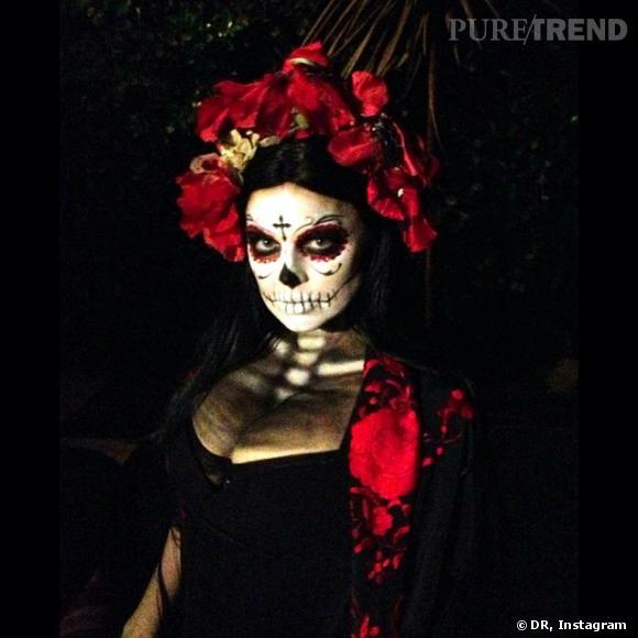 """Fergie n'y est pas allée de main morte pour Halloween : l'actrice s'est déguisée en """"dolce muerte""""."""