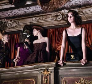 """Arizona Muse dans la nouvelle """"Invitation au Voyage"""" à Venise de Louis Vuitton."""