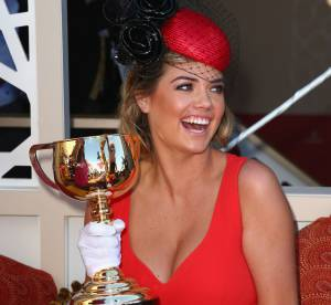 Kate Utpon : robe rouge et décolleté renversant !