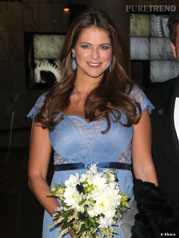 La Princesse Madeleine a beau avoir brouillé les pistes avec cette jolie robe bleue, c'est bien d'une petite fille qu'elle accouchera en février prochain.