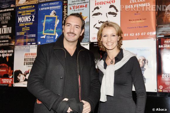 """Jean Dujardin et Alexandra Lamy en 2006, pour la promotion de la pièce """"Deux sur la Balançoire""""."""