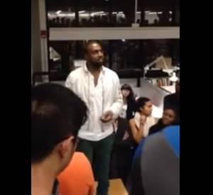 Kanye West en pleine conférence à Harvard.