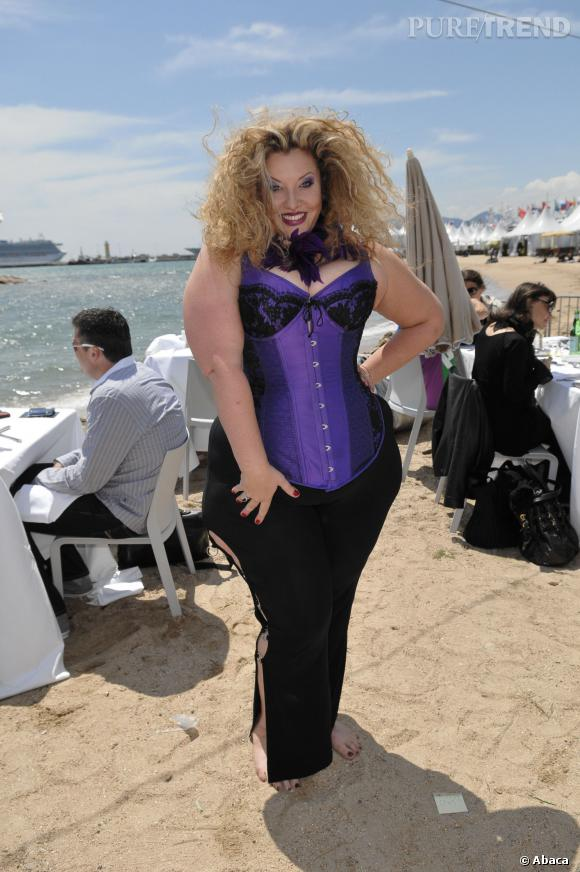 """Velvet d'Amour est aujourd'hui photographe de mode et créatrice du magazine """"Vol Up 2""""."""