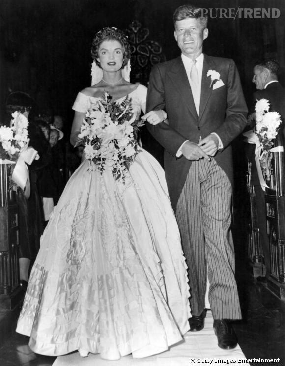 Comme toutes les icônes, Jackie Kennedy arbore une robe de mariée spectaculaire pour son union avec JFK.