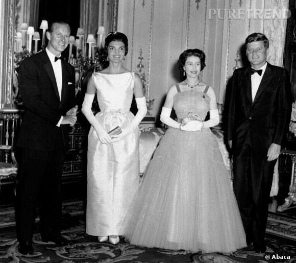 Jackie kennedy en robe de bal clipse la reine d for Dallas de conservation de robe de mariage