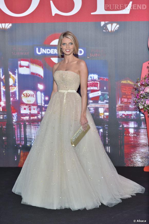 Sylvie Tellier a annoncé que les candidates Miss France étaient à Lyon pour aider à finaliser les robes des 5 finalistes pour le 7 décembre, ainsi que celle de Sylvie Tellier elle-même...