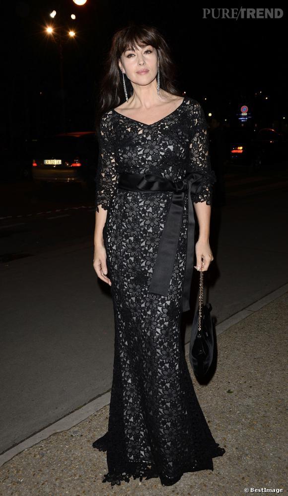 Monica Bellucci à la soirée Cartier porte une magnifique robe noire.