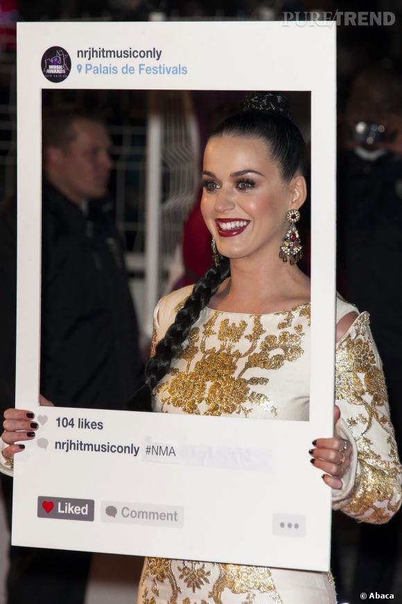 Katy Perry habillée par Osman et chaussée par Christian Louboutin.