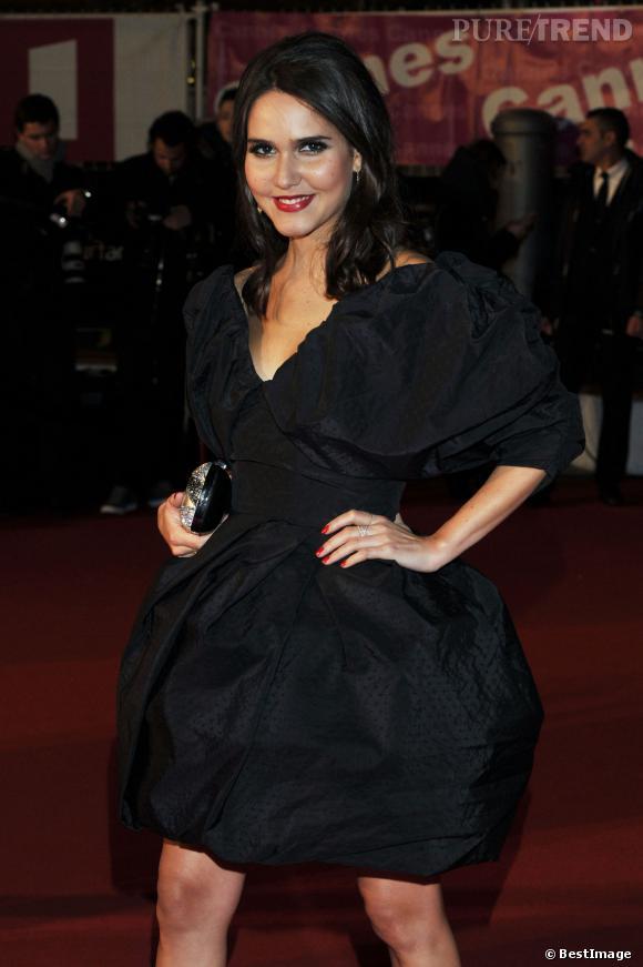 Joyce Jonathan sait comment prendre pose avec une telle robe.