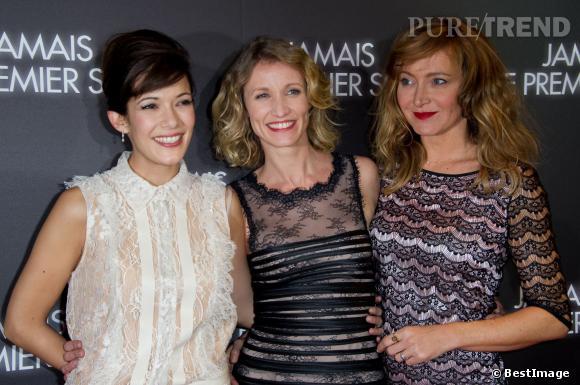 """Le trio de choc formé par Mélanie Doutey, Alexandra Lamy et Julier Ferrier à l'avant-première de """"Jamais le premier soir""""."""
