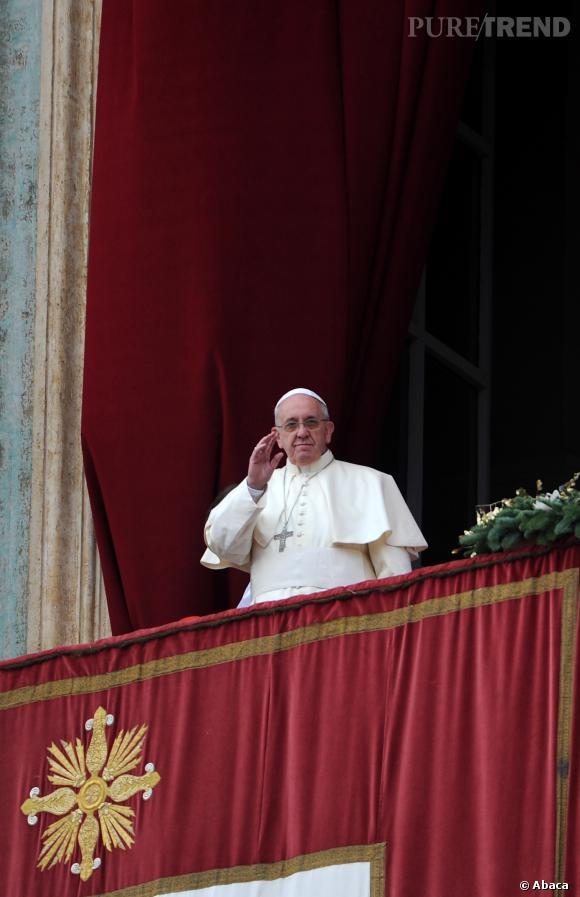 """Le pape François, """"homme le mieux habillé de 2013"""" pour le magazine Esquire."""