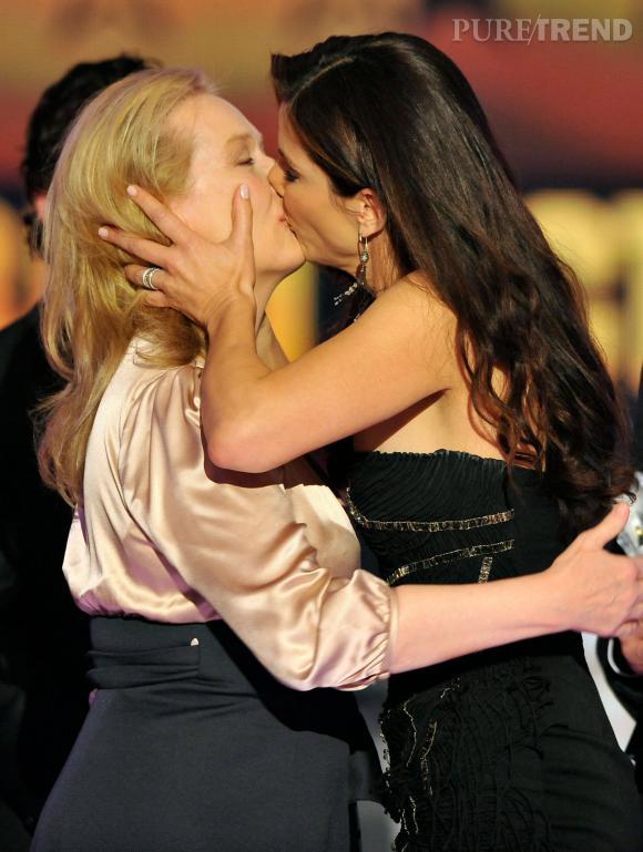Meryl Streep et Sandra Bullock échangent leur fameux baiser.