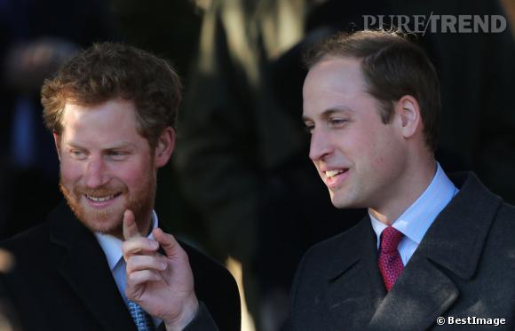 La barbe du Prince Harry semble beaucoup amuser le Prince William.