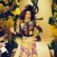 La robe à fleurs et en dentelle d'Yves Saint Laurent.