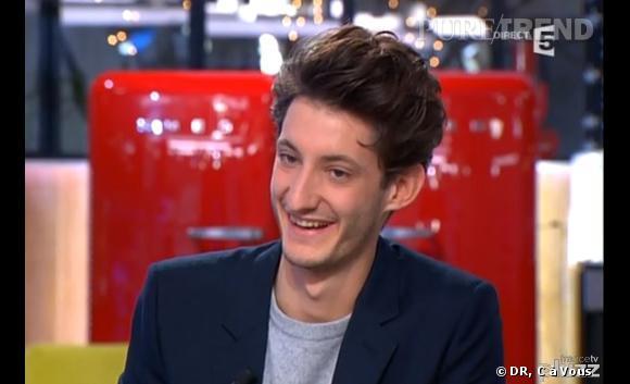 """Pierre Niney s'est rendu sur le plateau de """"C à Vous"""" pour parler du film """"Yves Saint Laurent""""."""