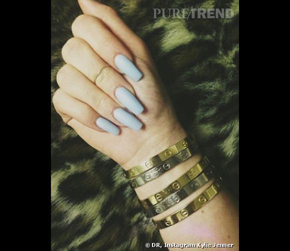 Kylie Jenner et ses bracelets Love de Cartier.