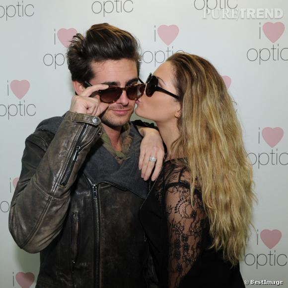 "Clara Morgane fait le show à l'inauguration de la boutique ""I Love Optic""."