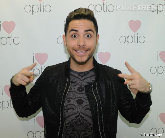 "Alban Bartoli lors de l'inauguration de la boutique ""I Love Optic""."