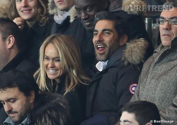 Il y a un an, Cécile de Ménibus était dans ces même tribunes, mais cette fois avec Ary Abittan pendant le match PSG contre Toulouse.