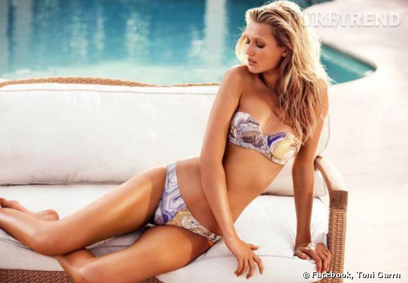 Toni Garrn pose pour la campagne plein été 2012 d'H&M.
