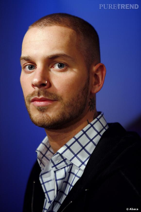 matt pokora cheveux tr s court et barbe de trois jours. Black Bedroom Furniture Sets. Home Design Ideas