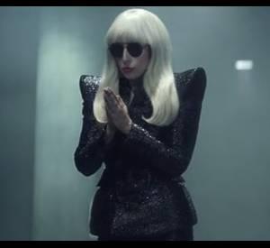 Lady Gaga fait la promotion de sa tournée en Angleterre habillée parDsquared².