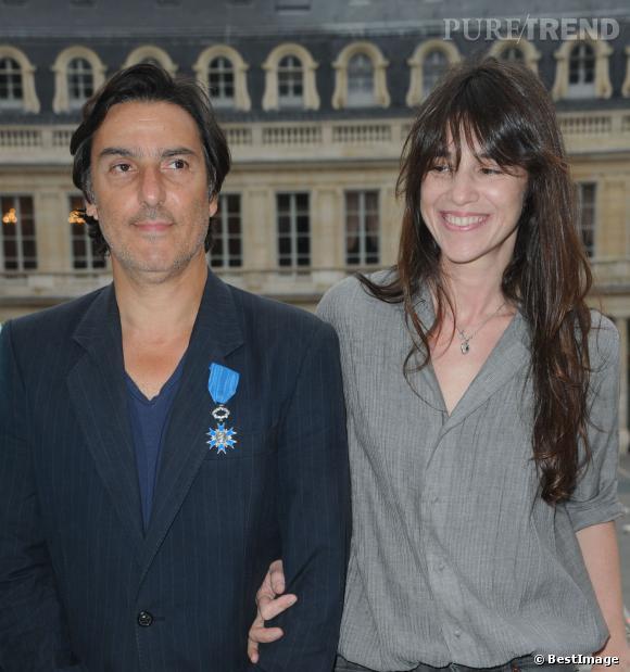 Charlotte Gainsbourg aux côtés d'Yvan Attal, décoré de l'insigne du Chevalier de l'ordre national du mérite en juin dernier.