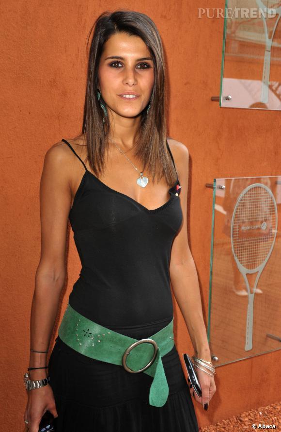 """Karine Ferri """"fait péter le décolleté"""" pour Roland Garros. Divine."""