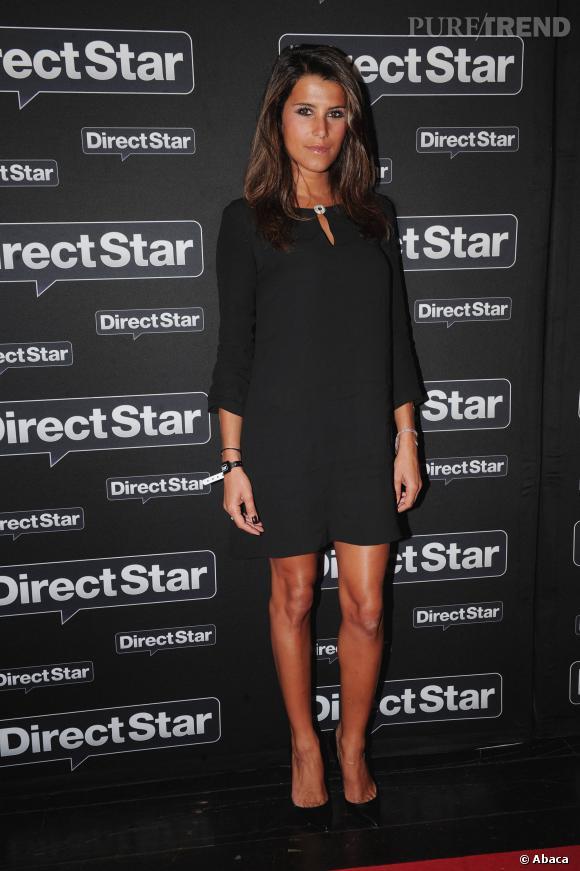 Karine Ferri adopte la sobriété d'une robe chasuble noire. Quelle classe !