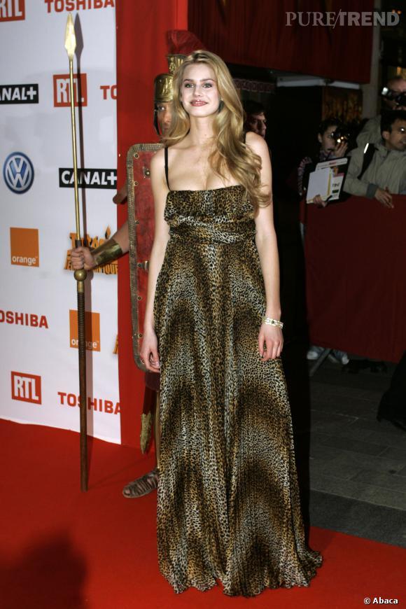 Vanessa Hessler ose la robe léopard.