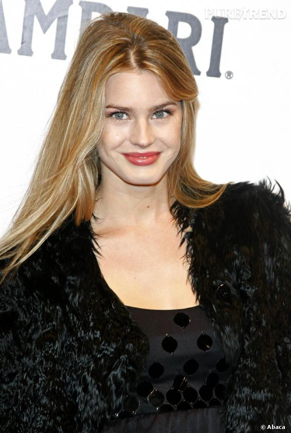 """Vanessa Hessler, une bien jolie jeune femme qui a joué la princesse grecque Irina dans """"Astérix et Obélix"""" aux Jeux Olympiques."""