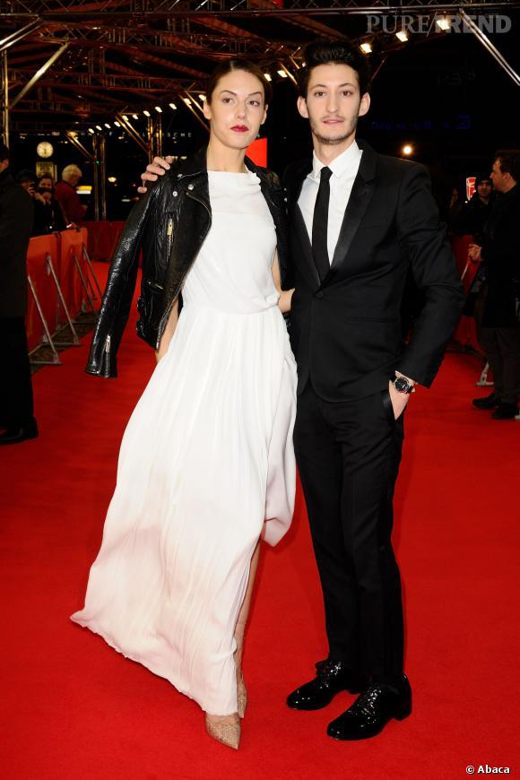 Pierre Niney et Natasha Andrews bien assortis sur tapis rouge à la Berlinale 2014.